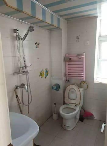 位于小区中心位置,客厅宽敞大气  、 *!黄金楼层!、  精装修 提包入住。景观好,周边生活便利 - Tianjin - Apartamento