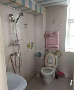 位于小区中心位置,客厅宽敞大气  、 *!黄金楼层!、  精装修 提包入住。景观好,周边生活便利 - Tianjin - Huoneisto
