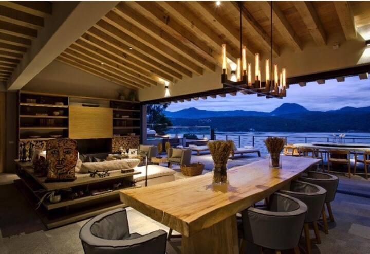 Magnífica Casa en el Lago de Valle de Bravo