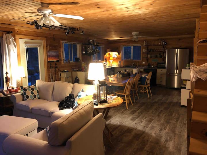 Entire Cottage on the Water for 10 in New London