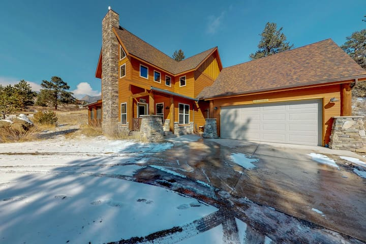Enjoy the night skies from this family-friendly home w/ a private hot tub