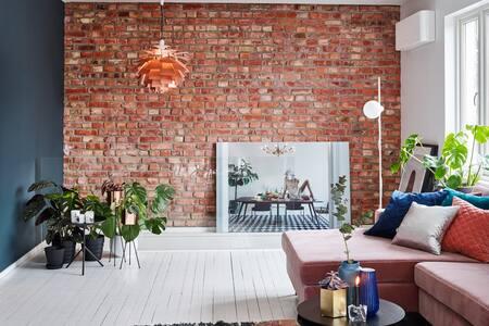 AWARD WINNING design home with a huge garden! - Huis