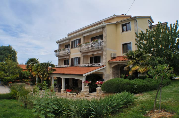 Haus Liliana  / Apartment Liliana 2 with Garden View