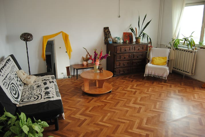 Cosy and colorful apartment for you in Bucharest