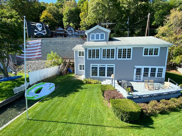 Freshly Renovated Lake House  **Skaneateles Lake**