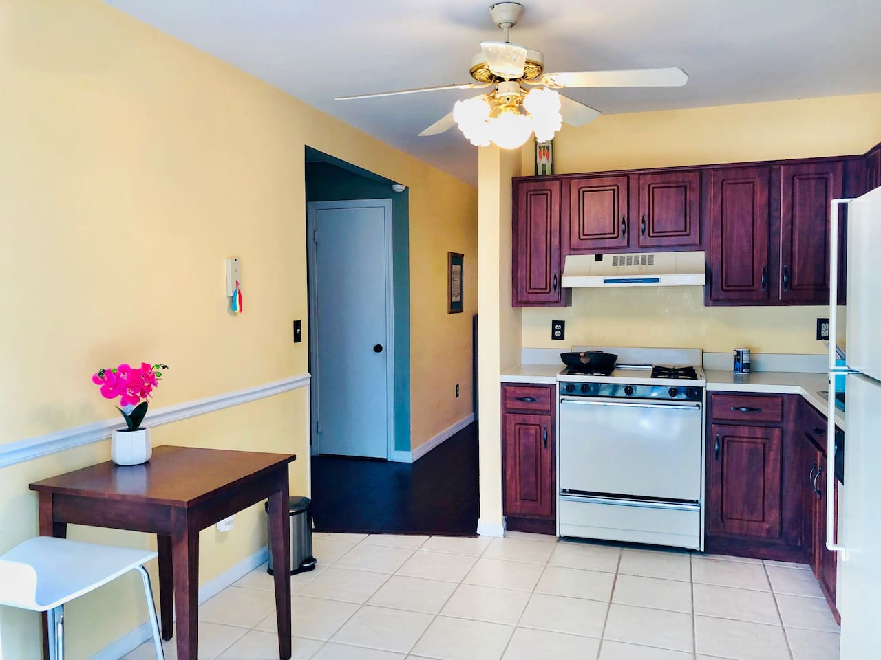 This townhouse is at the best community close to the center of city. Full cook kitchen,with microwave and toaster etc