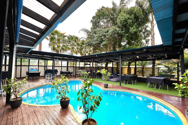 Serviced apartment with pool & gym