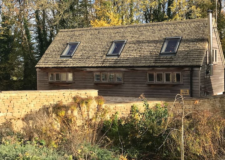 Cosy oak barn with log burner and solar power.