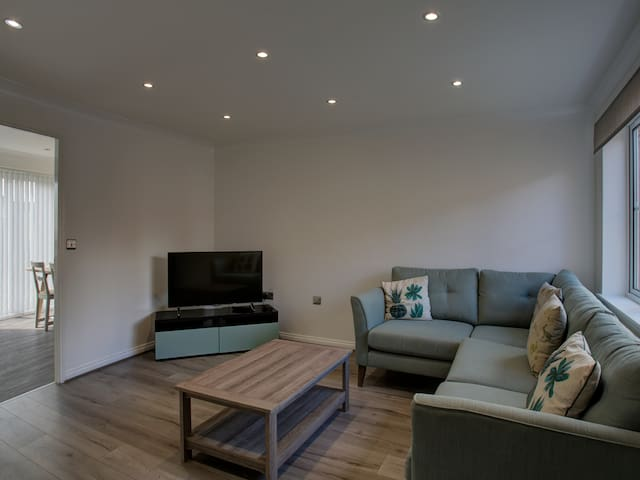 3BD home for 5, short distance from Central MCR