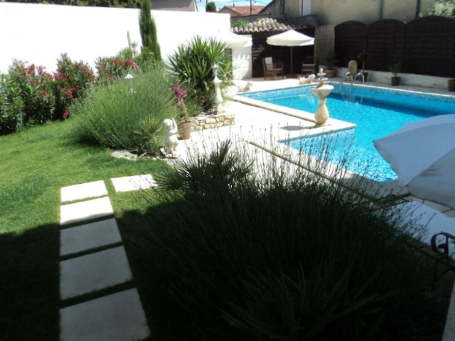 Mas pour 18 pers 15mn d 39 avignon houses for rent in for Chateauneuf de gadagne piscine