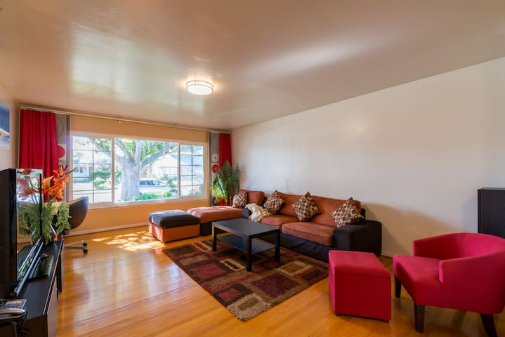 Superhost: Beautiful 3br/2ba Executive Smart Home