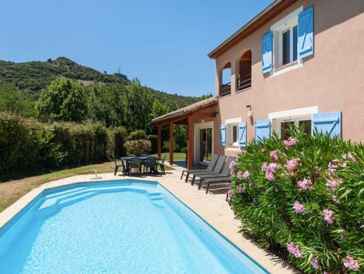 Villa Jaulet met privézwembad aan de rivier