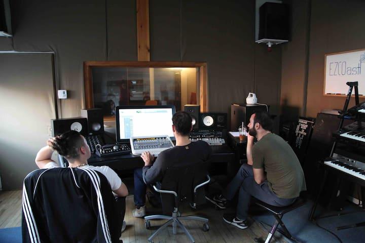Montreal Recording Studio + optional 1 BR appart.