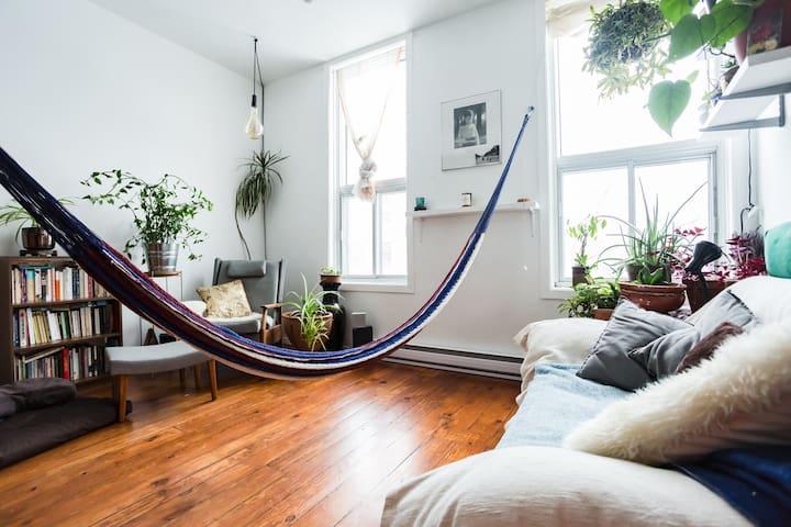 Saint-Henri Town House Apartment on 2 Floors! - Montréal - Flat