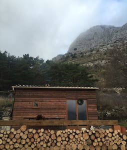 Isolated. Simple wooden chalet. - Mons