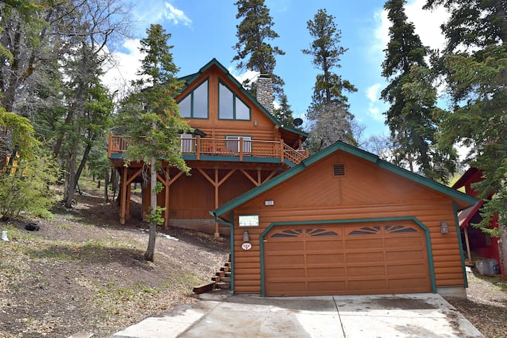 Cloud catcher luxury log cabin cabins for rent in big for Log cabins in big bear
