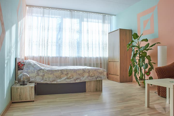 Room for 2-3 people (NOT for self isolation)