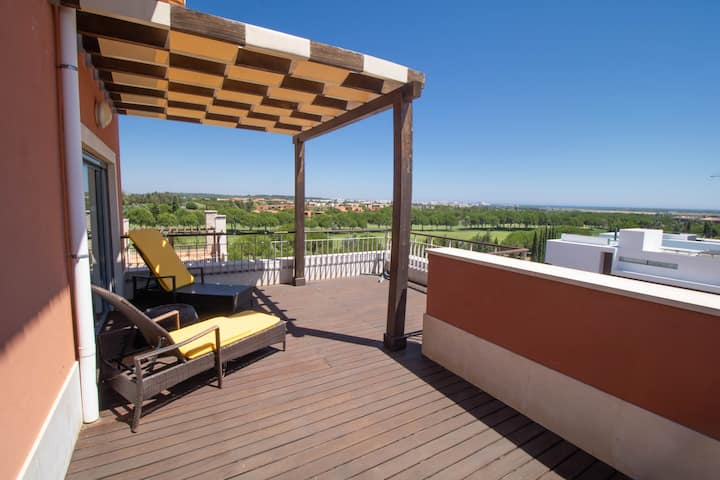 Penthouse with stunning views to the Golf & Sea!
