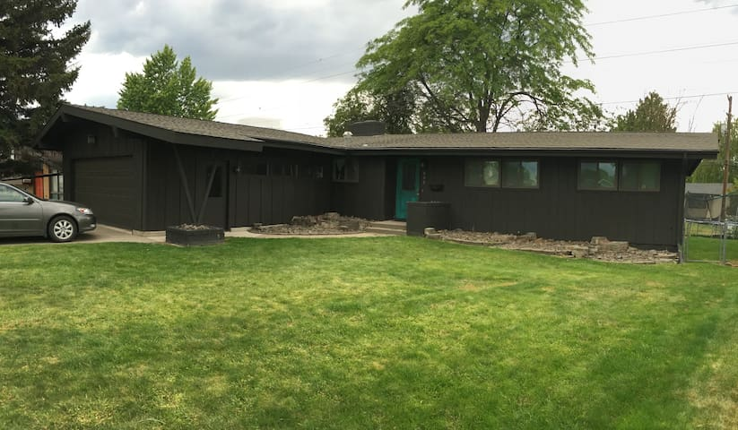 Spacious Family Home - Great Falls