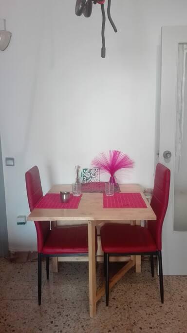Comedor. Mesa sillas. Ampliable.