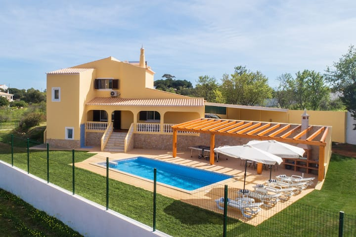 Casa Carmo, Villa with pool, billiard table tennis
