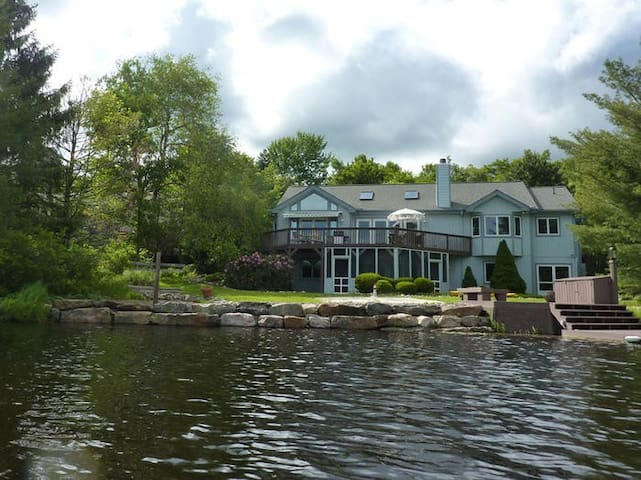3500sqft LAKEFRONT Home - Pocono Pines - House