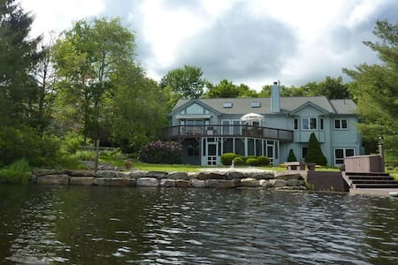 3500sqft LAKEFRONT Home - Pocono Pines