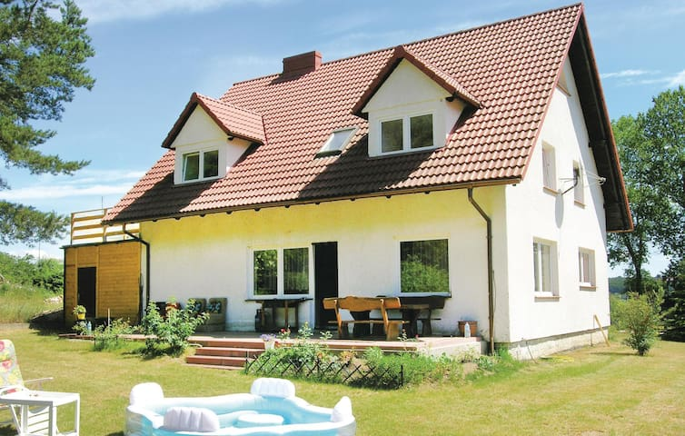 Holiday cottage with 5 bedrooms on 200 m² in Goreczyno