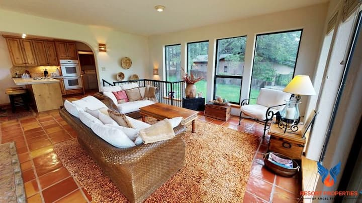 Sunroom; Quiet Neighborhood; Close to Angel Fire Country Club! Pine Haven
