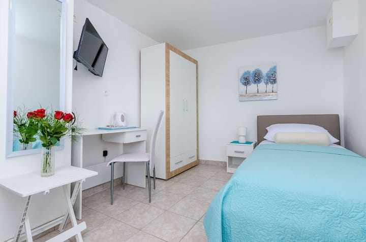 Apartments & Room Lino - Single Room with Terrace and Sea View