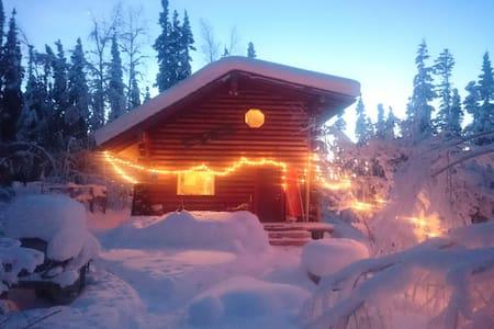 Red Trim Cabin - Fairbanks - กระท่อม