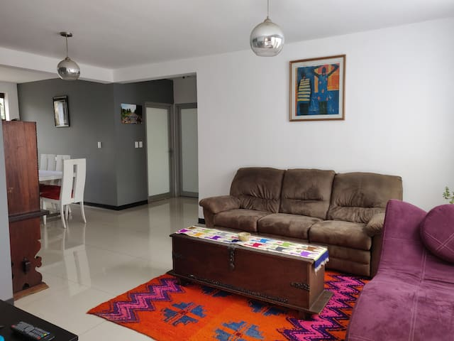 Unbeatable Escazú location, spacious modern apt.