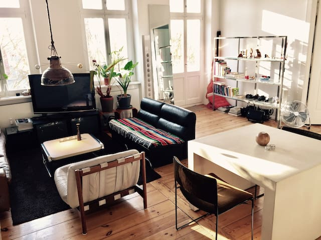 Lovely 2 rooms in a sunny apartment near Mauerpark