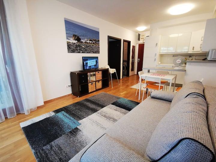 Danube apartment with private garden,WIFI