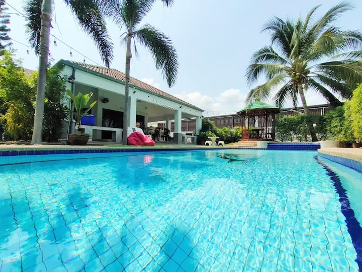 Holiday 5BR Pool Villa ❤ 10 Pax++ Near 7-11, Makro