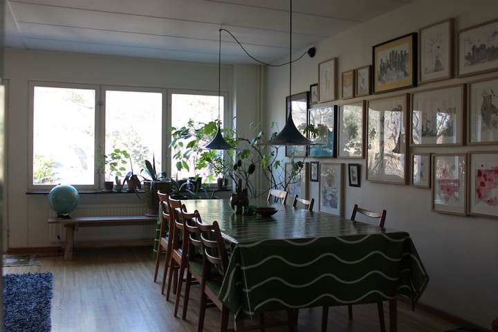 Living room with table for ten persons.