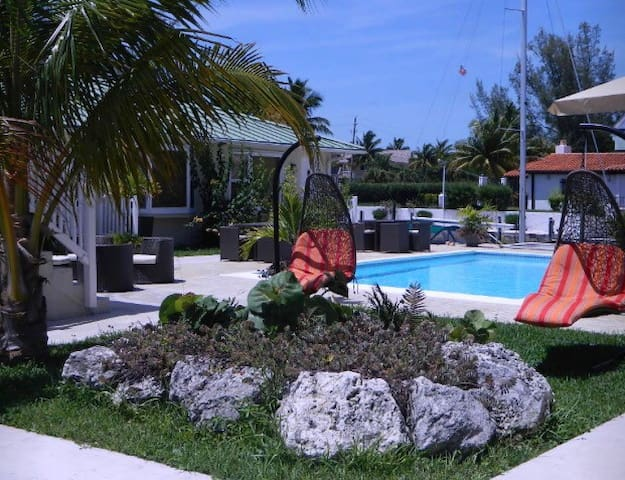 Beautiful Semi Oceanfront Villa - Freeport - Pis