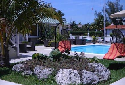 Beautiful Semi Oceanfront Villa - Freeport - Huoneisto