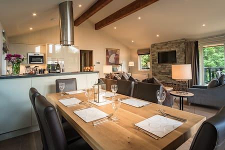 Luxury 'Waterfall' Lodge - Milton Morenish