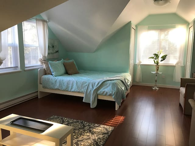 Cozy & Welcoming Studio Suite in White Rock