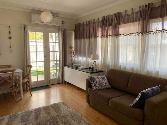 Kildare Cottage, pet friendly and stroll to Leura