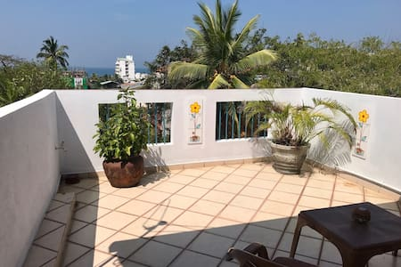 Bright studio apartment with oceanview terrace - Dehiwala-Mount Lavinia