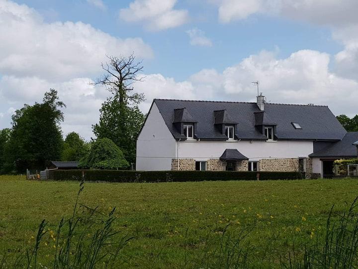 Studio au calme (10 mn de Rennes, 30 de St-Malo)
