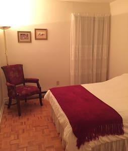 Grande chambre confortable. - Townhouse
