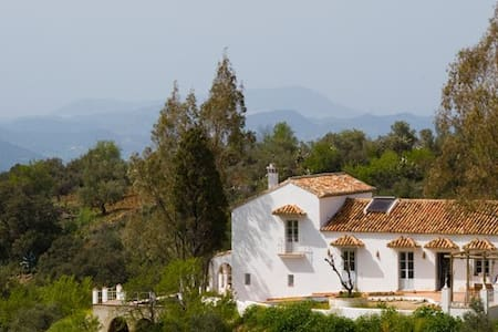Beautiful family home in the Hills above El Gastor - El Gastor  - 一軒家