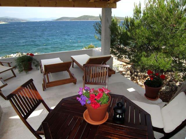 Robinson's paradise with private beach - Drvenik Mali - Huis