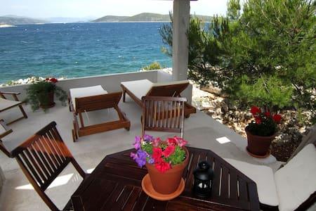 Robinson's paradise with private beach - Drvenik Mali - Casa