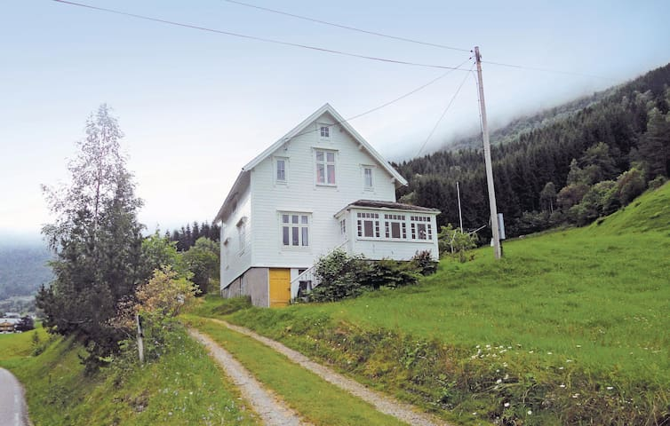 Holiday cottage with 4 bedrooms on 100m² in Norddal