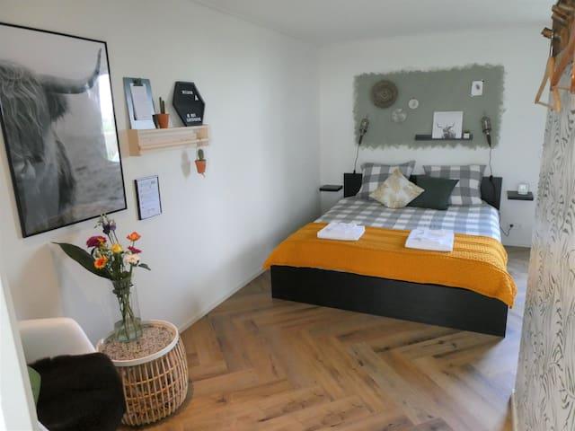 B&B Stay&ko: Moderne kamer op een landelijke plek