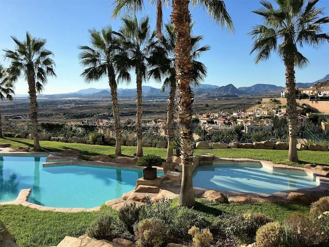 Sunny Bonalba Golf Apartment near El Campello